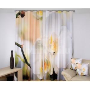 Béžové závesy do obývačky s kvetmi bielej orchidey