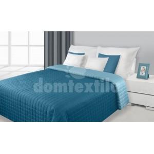 Tyrkysový prehoz na posteľ so vzorom kociek