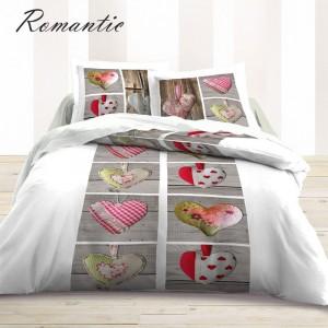 Biele posteľné obliečky s farebnými srdiečkami