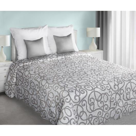 Obojstranné prehozy na posteľ bielej farby so sivými ornamentami