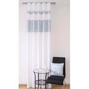 Vzorované štýlové závesy v bielo sivej farbe do spálne