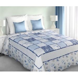 Patchwork modrý prehoz na postel s kockovaným vzorom