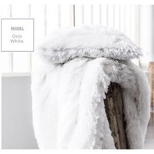 Biela škandinávska chlpatá deka