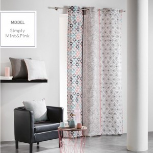 Okenné škandinávske závesy mentolovo ružovej farby s geometrickými vzormi