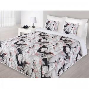 Marilyn Monroe prehoz na posteľ bielej farby