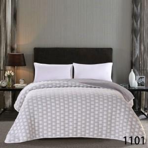 Sivý prehoz na posteľné so vzorom kociek