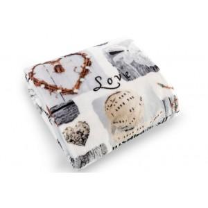 Béžová teplá deka na posteľ LOVE