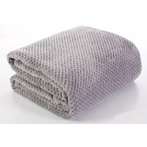 Moderná sivá deka do obývačky