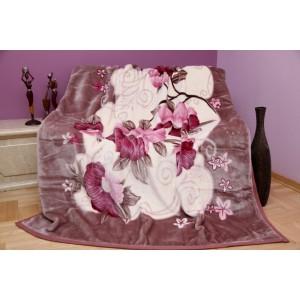 Teplá krémová deka na posteľ so vzorom kvetov