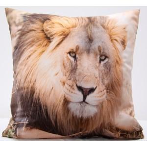 Béžová obliečka na vankúš so vzorom leva
