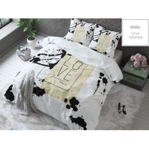 Biele posteľné obliečky s nápisom Love