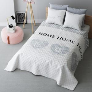 Biely prehoz na posteľ so srdciami