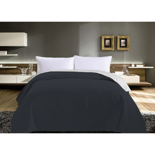 Prešívaný prehoz na posteľ v sivej farbe