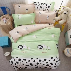 Zelené posteľné obliečky s motívom kravičiek