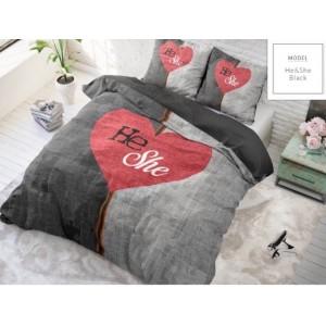 Čierno sivé posteľné obliečky s motívom puzzle a červeným srdcom uprostred