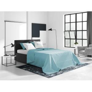Svetlo modrá prikrývka na posteľ s prešívaným vzorom