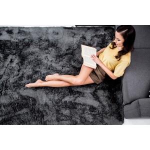 Príjemný tmavo sivý plyšový koberec