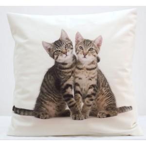 Obliečka na vankúš s mačičkami krémovo béžovej farby