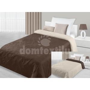 Hnedý prehoz na posteľ s motívom písmen