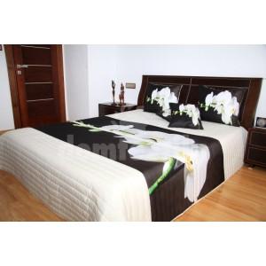 Prehoz na posteľ bielej farby s bielou orchideou
