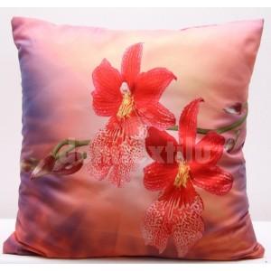Obliečka na vankúše ružovo červenej farby s motívom kvetov