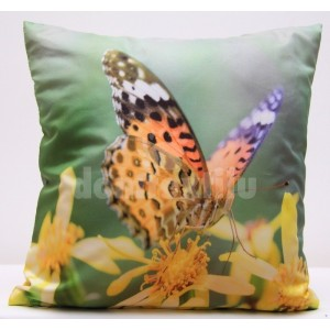 Zelené obliečky na vankúš so žltými kvetmi a farebným motýľom