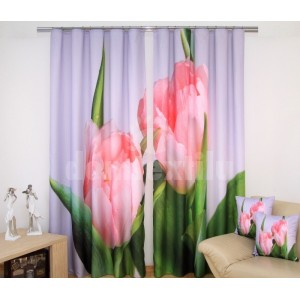 Zelený záves do okien s ružovými tulipánmi