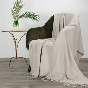 Jednofarebná teplá a jemná akrylová deka so strapcami 125 x 160 cm