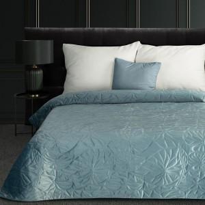 Krásny svetlo modrý zamatový prehoz na posteľ prešívaný metódou hot press
