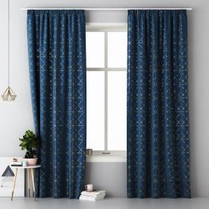 Tmavo modrý dekoračný záves so zlatým vzorom do obývačky