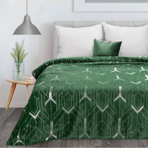 Kvalitná a hrejivá zelená deka zdobená strieborným geometrickým tvarom 150 x 200 cm
