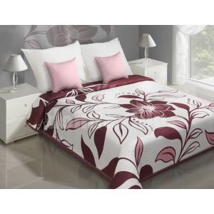 Biely prehoz na posteľ s bordovým vzorom kvetov