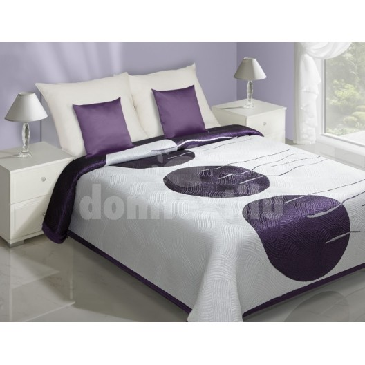 Biely prehoz na postele s fialovým motívom kruhov