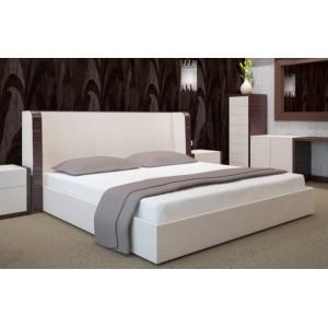 Biele bavlnené prestieradlá na postele