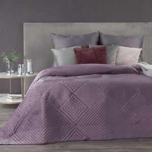 Krásny zamatový kvalitný fialový prehoz s geometrickými tvarmi