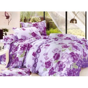 Biela obliečka na postele s fialovými kvetmi