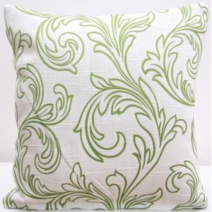 Biela dekoračná obliečka so zelenými vzormi
