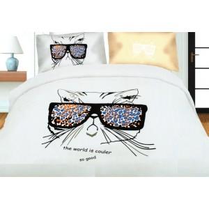 Biela posteľná obliečka s mačičkou v okuliaroch