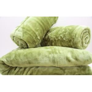 Svetlo zelené prehozy na gauč