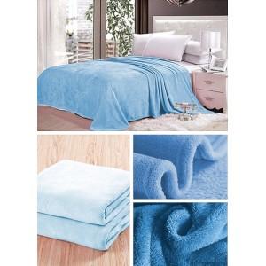 Svetlo modrá deka na posteľ