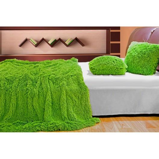 Luxusné chlpaté deky a prehozy sýto zelenej farby