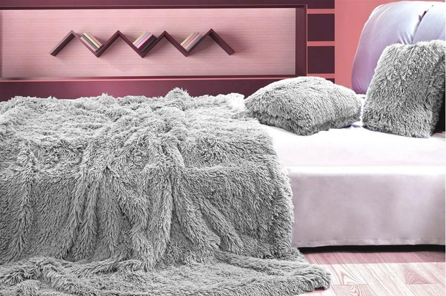 DomTextilu Deky ako chlpaté prehozy sivej farby na posteľ 150 x 200 cm 5315