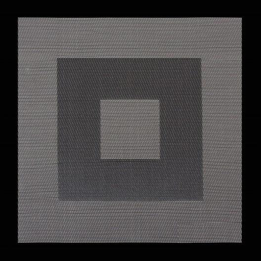Štvorcové prestierania na jedálenský stôl v bielo čiernej farbe