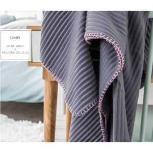 Prehozové deky tmavo sivej farby s ružovým obšitím