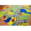 Zelené koberce s detským motívom dopravnej cesty