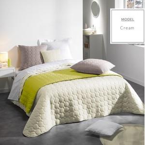Moderný krémový prehoz na manželskú posteľ