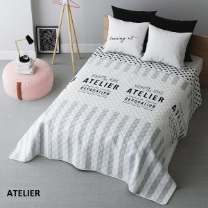 Biely prešívaný prehoz na posteľ s nápismi