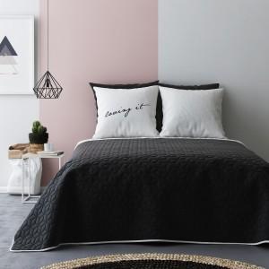 Čierno biele obojstranné prehozy na posteľ s kvetinkovým vzorom