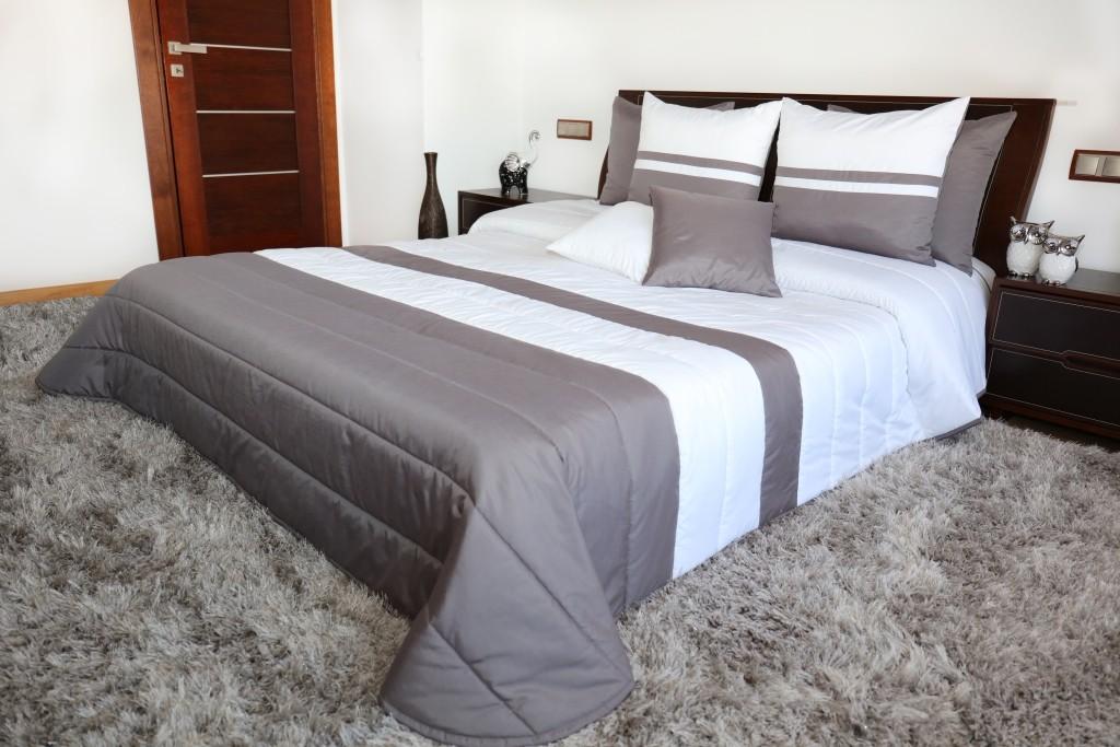 DomTextilu Prikrývky na manželskú posteľ bielo sivej farby Šírka: 240 cm   Dĺžka: 240 cm 6839-124726
