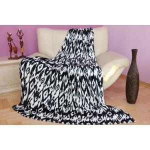 Hebká deka v bielej farbe s tmavo modrým motívom